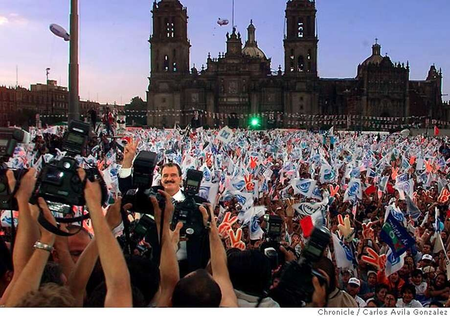 MEXELEXD-C-24JUN00-MN-CG --- Mexican presidential candidate, Vicente Fox, waves to the press before addressing the crowd of over 150,000, at Mexico City's Zocalo on Saturday, June 23, 2000. Fox is the first candidate in decades to seriously threaten the ruling PRI party, which has been in power for over 70 years. (CARLOS AVILA GONZALEZ/SAN FRANCISCO CHRONICLE) CAT Photo: CARLOS AVILA GONZALEZ