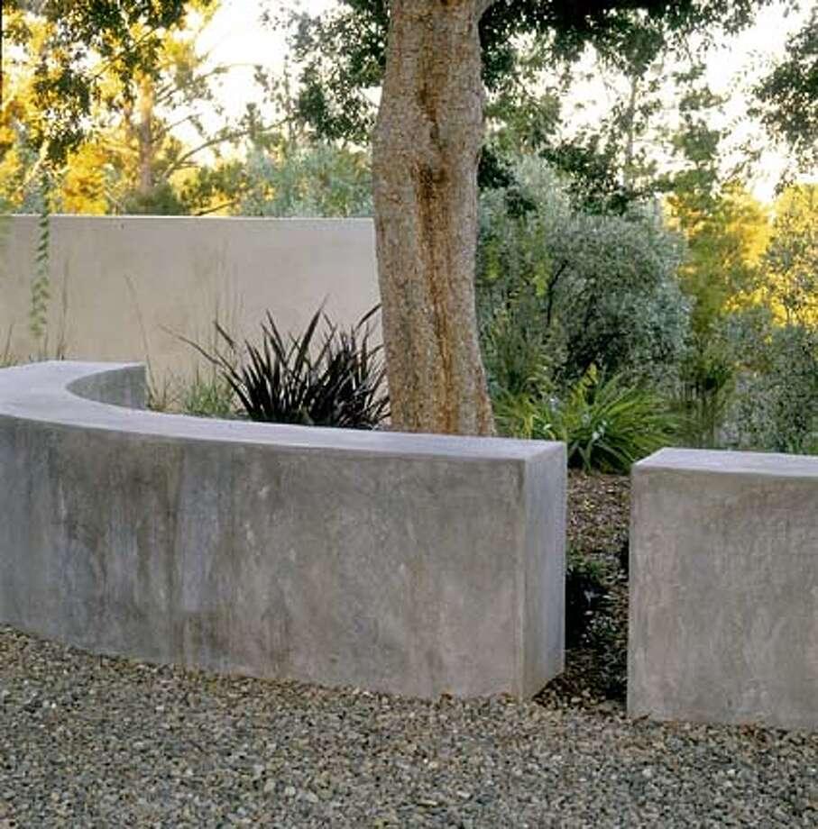 Low freestanding walls break up a long garden to create varied moods.