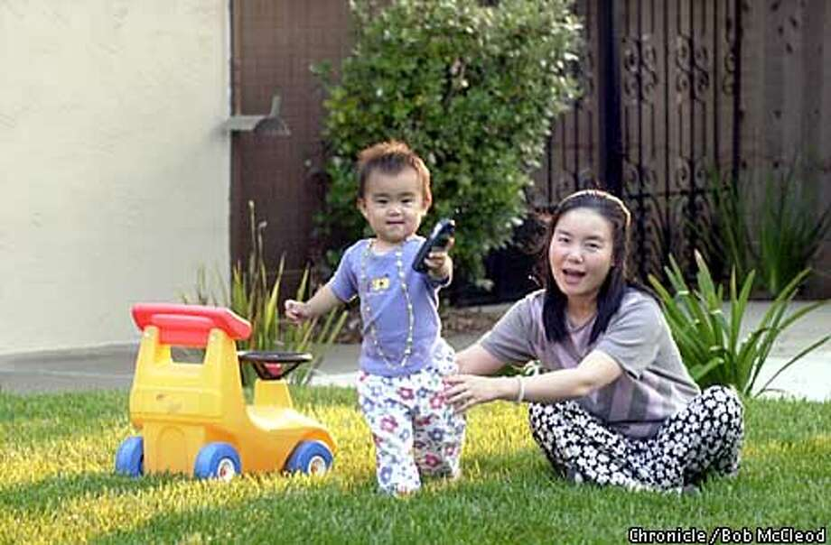 CHINBABYb-C-29JUL02-BU-BM  Lydia Xiong and her daughter Aileen. More and more Chinese living in the U.S. are sending their babies back to China to live with grandparents for 4 years.  Chronicle photo by Bob McLeod Photo: BOB MCLEOD