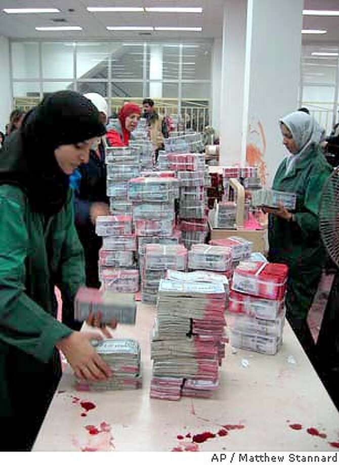 For Foreign Slug Iraq Money Iraqi Workers Process Old Saddam Dinars