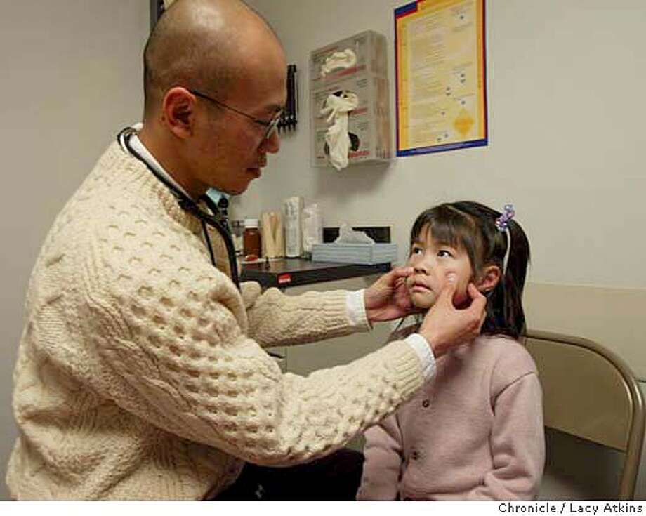 UNINSURED_008_.jpg  Dr. Quynh Tran treats Alameda Alliance patient Shu Yin Xu, 5 years old as her mother Man Feng Huang watches on, Wed. Jan. 14, 2004, at the Asian Health Services in Oakland. Lacy Atkins / The Chronicle MANDATORY CREDIT FOR PHOTOG AND SF CHRONICLE/ -MAGS OUT Photo: Lacy Atkins