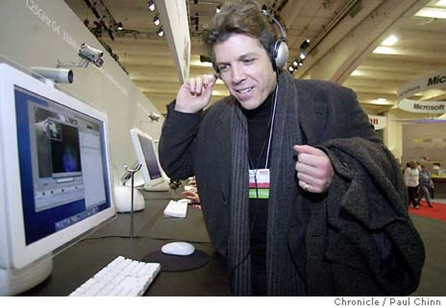 hampson14052_pc.jpg Thomas Hampson chats over the internet with a Mac user in Europe. Baritone singer Thomas Hampson is an Apple MacIntosh fanatic and visited the Macworld Conference in San Francisco on 1/8/04. PAUL CHINN / The Chronicle MANDATORY CREDIT FOR PHOTOG AND SF CHRONICLE/ -MAGS OUT Photo: PAUL CHINN
