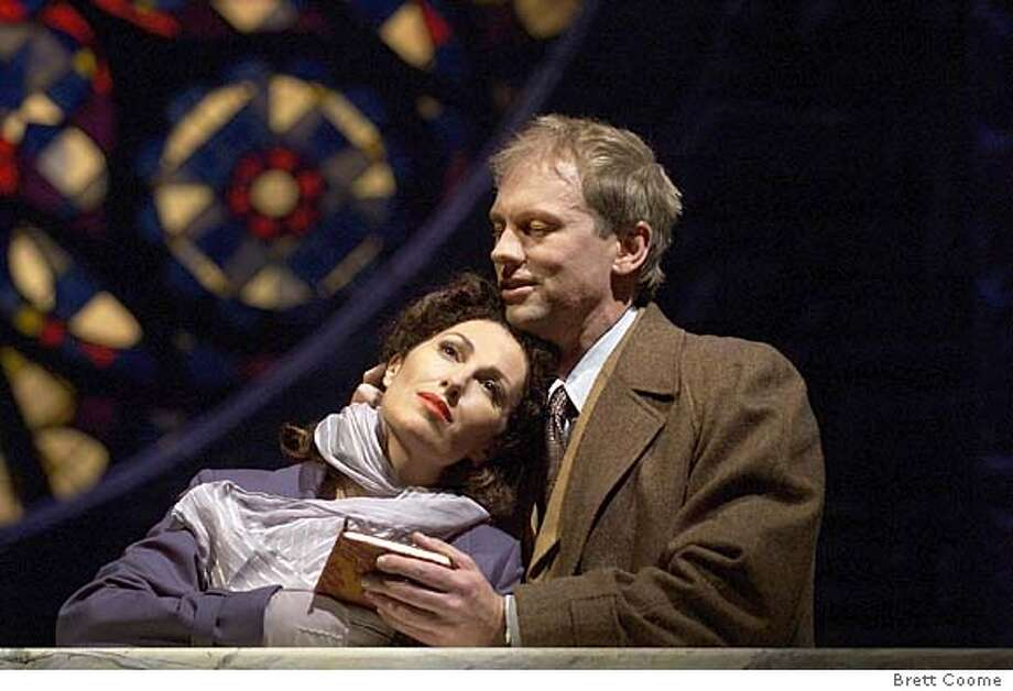 "AFFAIR06  The lovers Sarah (Cheryl Barker) and Bendrix (Teddy Tahu Rhodes) meet one last time.  Houston Grand Opera's world premiere of ""The End of the Affair"", 2004"