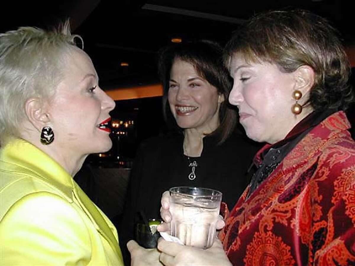 """Twisted 012.jpg / for: Datebook Sandra Lloyd Smith, Sherry Lansing and Sharon Owsley gab over cocktails before the premiere of the film, """"Twisted"""" at the Metreon, part of the evening-long benefit for UCSF."""