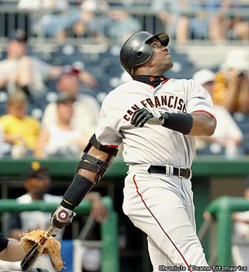 Barry Bonds hits career homerun #598. San Francsico Giants vs Pittsburgh Pirates at PNC Park in Pittsburgh, PA on August 4, 2002.  CHRONICLE PHOTO BY DEANNE FITZMAURICE Photo: DEANNE FITZMAURICE