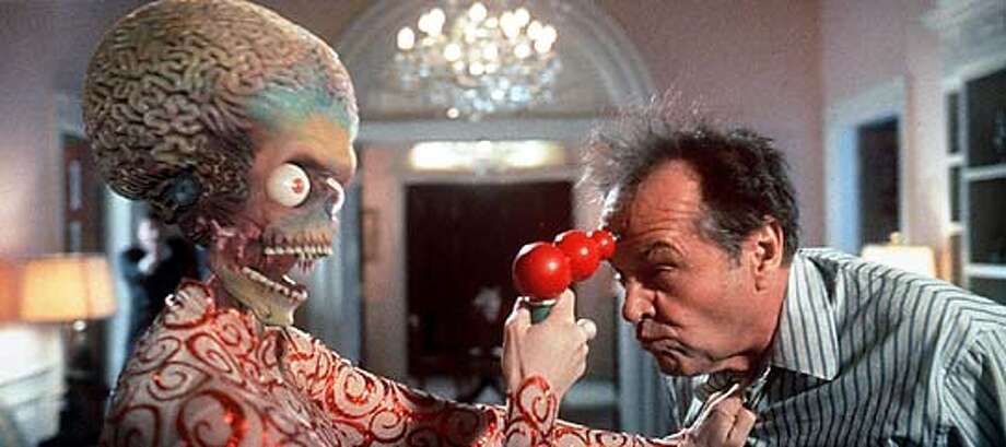 """JACK NICHOLSON COMES FACE TO FACE WITH THE ALIEN INVASION OF EARTH IN TIM BURTON'S """"MARS ATTACK."""" CAT Photo: HO"""