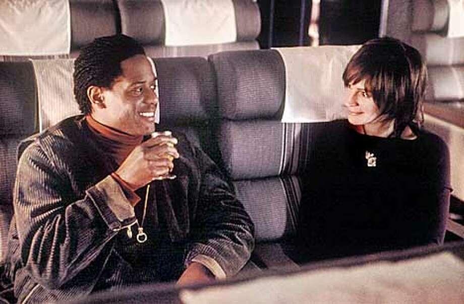 Blair Underwood and Julia Roberts in Steven Soderbergh�s FULL FRONTAL. Photo: Bob Marshak (HANDOUT PHOTO) Photo: HANDOUT