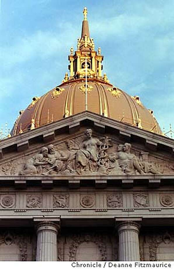 CITY HALL5/C/08DEC98/MN/DF - San Francisco City Hall has recently been renovated and the dome painted with gold leaf. CHRONICLE PHOTO BY DEANNE FITZMAURICE ALSO RAN: 01/22/1999 CAT Photo: DEANNE FITZMAURICE