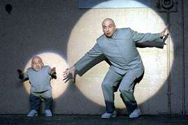 Verne J. Troyer as Mini Me and Mike Meyers as Dr. Evil in a scene from AUSTIN POWERS IN GOLDMEMBER.  (HANDOUT PHOTO)
