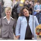 ROSIE063_LI.JPG event on 2/26/04 in SAN FRANCISCO Former talk show host Rosie O'Donnell and her longtime girlfriend Kelly Carpenter walk down the main steps of San francisco's City Hall their private wedding in the city where more than 3,300 other same-sex couples have tied the knot since Feb. 12. By Lance Iversen/The San Francisco Chronicle