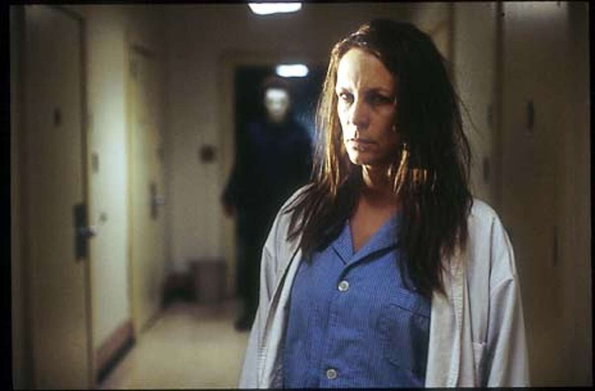 321: Jamie Lee Curtis and Michael Myers in Rick Rosenthal�s HALLOWEEN: RESURRECTION. Photo: Kimberley French.