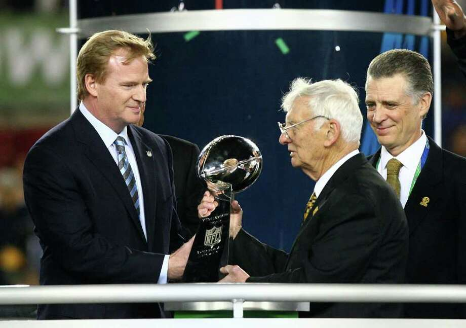 Roger Goodell (21): The NFL Commissioner gets the honor of presenting the Lombardi trophy each year.  Photo: Al Bello, Getty Images / 2009 Getty Images