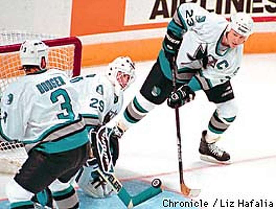 SPECIAL TO SAN FRANCISCO CHRONICLE--Sharks Mike Vernon, center, during first period, Wednesday, Oct. 1, 1997 at the San JOse Arena. (San Francisco Chronicle/Liz Hafalia) Photo: LIZ HAFALIA