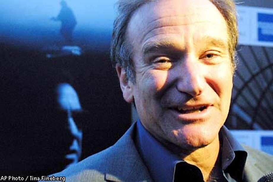 "Robin Williams arrives for the Tribeca Film Festival's screening of ""Insomnia"" Saturday, May 11, 2002, in New York.(AP Photo/Tina Fineberg)"