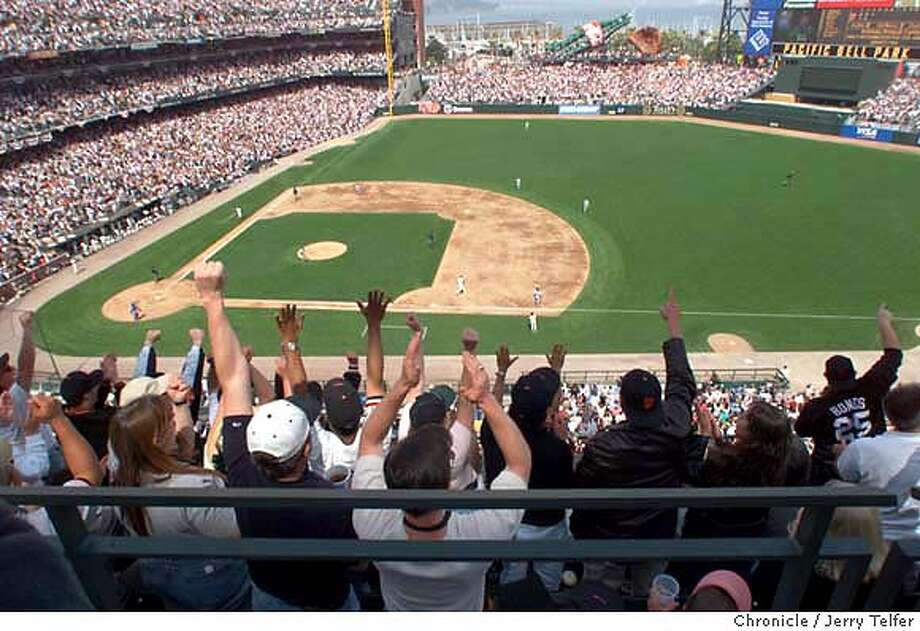 GIANTSnosbleed-C-11APR00-SP-JLT Giants fans in the nosebleed seats cheer a base hit at SF Giants/LA Dodgers - opening day at the brand new PacBell Park.  CHRONICLE STAFF PHOTO BY JERRY TELFER Photo: JERRY TELFER