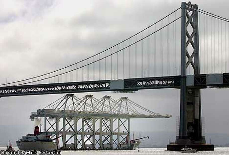 LARGE CRANE GETS TAKEN UNDER THE BAY BRIDGE EN ROUTE TO OAKLAND. Photo: Mark Costantini/SF Chronicle Photo: MARK COSTANTINI