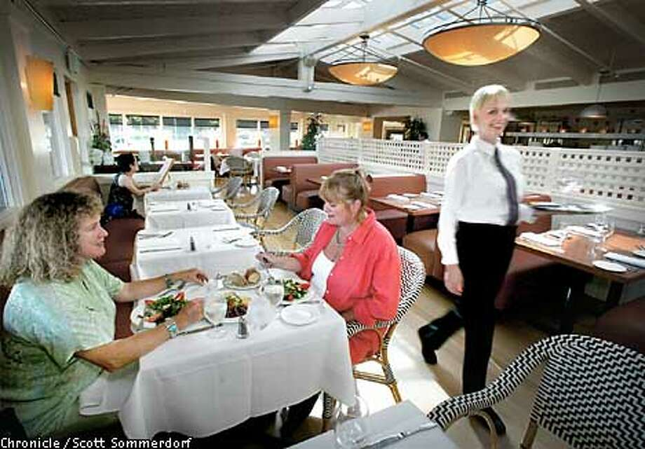 Interior view of the Scott's Seafood Restaurant in Palo Alto. (SF CHRONICLE PHOTO BY SCOTT SOMMERDORF) Photo: SCOTT SOMMERDORF