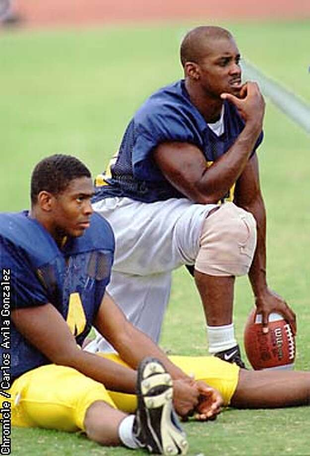 CAL FOOTBALL PLAYER TARIK SMITH, (34), RIGHT, NURSED AN INJURED KNEE DURING TRAINING CAMP AT STANISLAUS STATE UNIVERSITY IN TURLOCK, CA., ON TUESDAY, AUGUST 19, 1997. (CHRONICLE PHOTO BY CARLOS AVILA GONZALEZ) Photo: CARLOS AVILA GONZALEZ