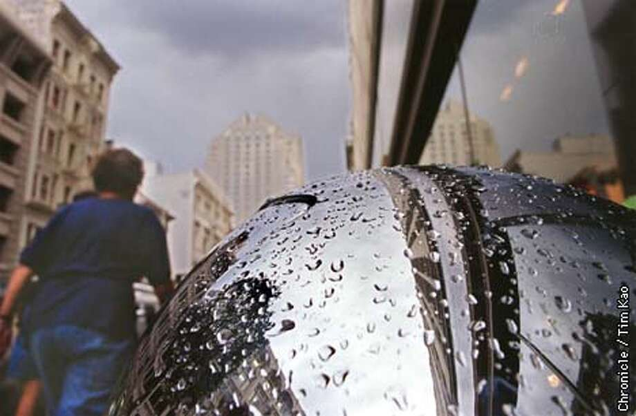 =Droplets of water accumulated on top of a trash can in the financial district Tues. afternoon. photo by Tim kao/the chronicle Photo: TIM KAO