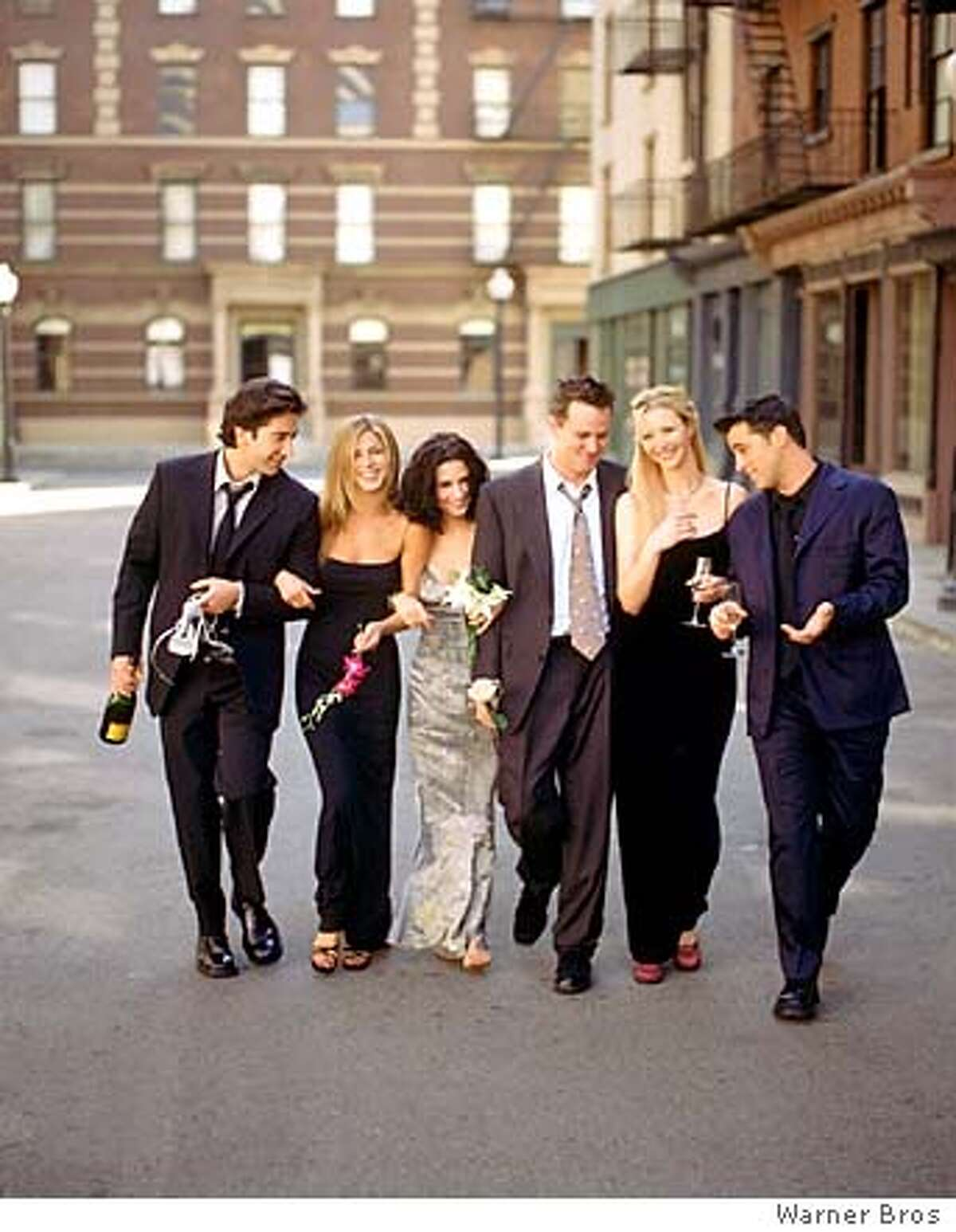 CARMAN12B-C-11OCT00-DD-NBC--FRIENDS -- NBC Series -- Pictured: David Schwimmer as Ross Geller, Jennifer Aniston as Rachel Green, Courteney Cox as Monica Geller, Matthew Perry as Chandler Bing, Lisa Kudrow as Phoebe Buffay, Matt LeBlanc as Joey Tribbiani -- Photo Provided By: Warner Bros. HANDOUT ALSO RAN 5/16/02 CAT