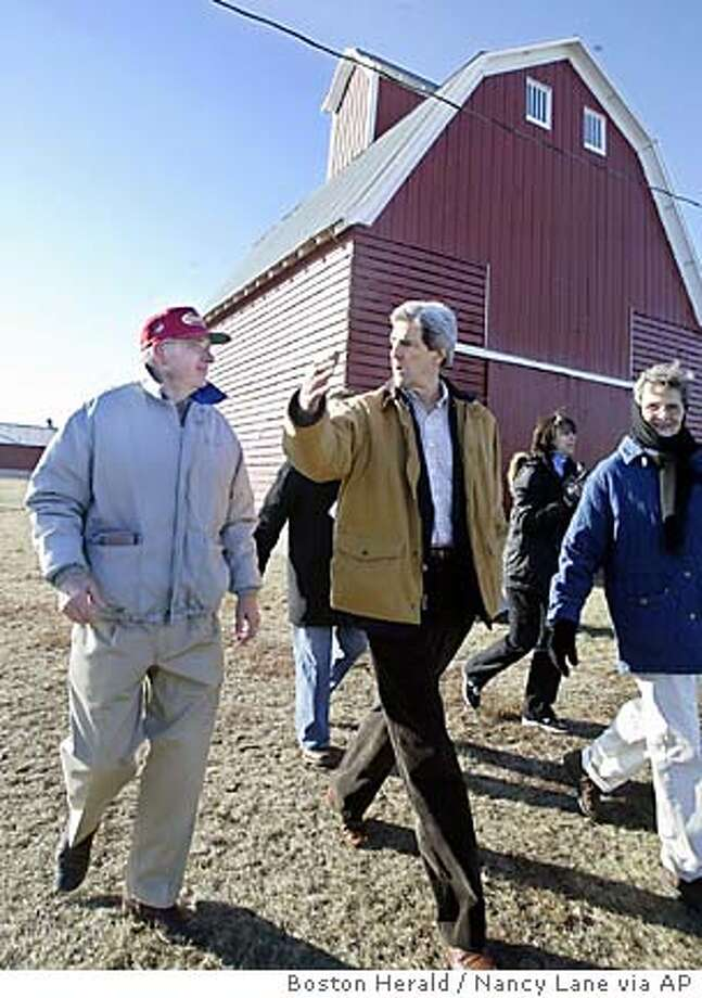 (011504-Carroll, Iowa) Presidental candidate John kerry talks with retired farmers Richard(L) and Mary C.(R) Baumhover.Kerry flew in a helicopter to the couple's home in the rural town of Carroll.(011503kerryNL - Staff photo by Nancy Lane) Photo: Nancy Lane