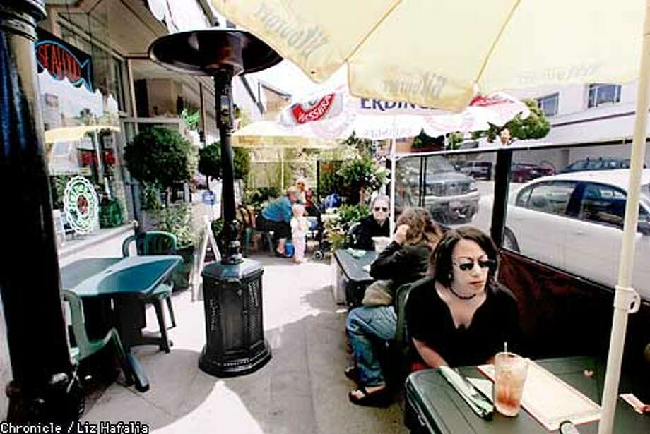 Part of the patio of Garlic Banzai Bistro in Alameda. The patio extends to the front of the old Alameda theater at dinner time.  (PHOTOGRAPHED BY LIZ HAFALIA/THE SAN FRANCISCO CHRONICLE) Photo: LIZ HAFALIA