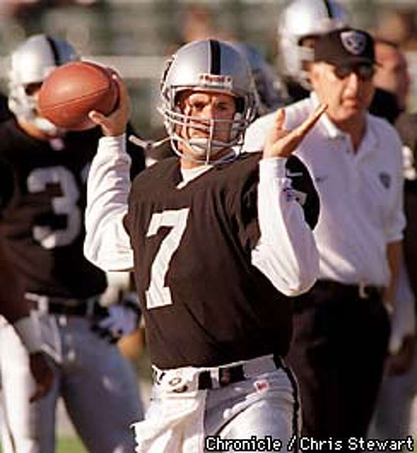 The Oakland Raiders backup quarterback David Klingler (7) practices his passes in pre-game warm up before the the Green Bay Packers game at the Oakland Coliseum. SAN FRANCISCO CHRONICLE PHOTO BY CHRIS STEWART Photo: CHRIS STEWART