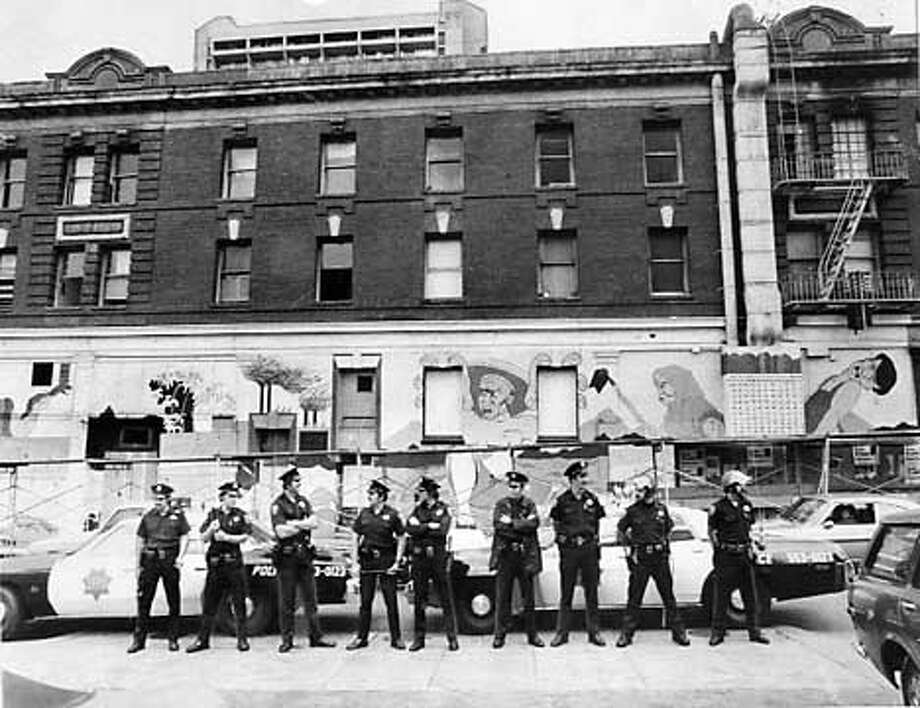 S.F. Police stand guard in front of the International Hotel on Jackson Street. Chronicle photo, 1977