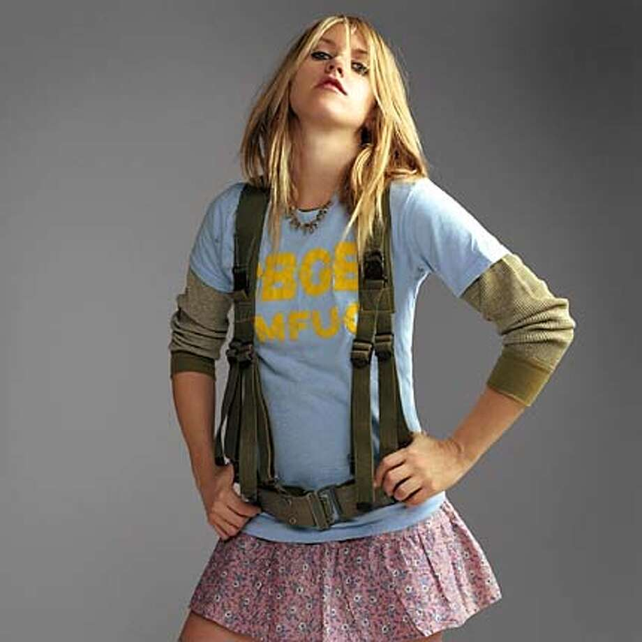 COMINGUP25-PHAIR-a For COMINGUP25; Liz Phair; 5/21/03 in; 5/21/03 in . / HO MANDATORY CREDIT FOR PHOTOG AND SF CHRONICLE/ -MAGS OUT