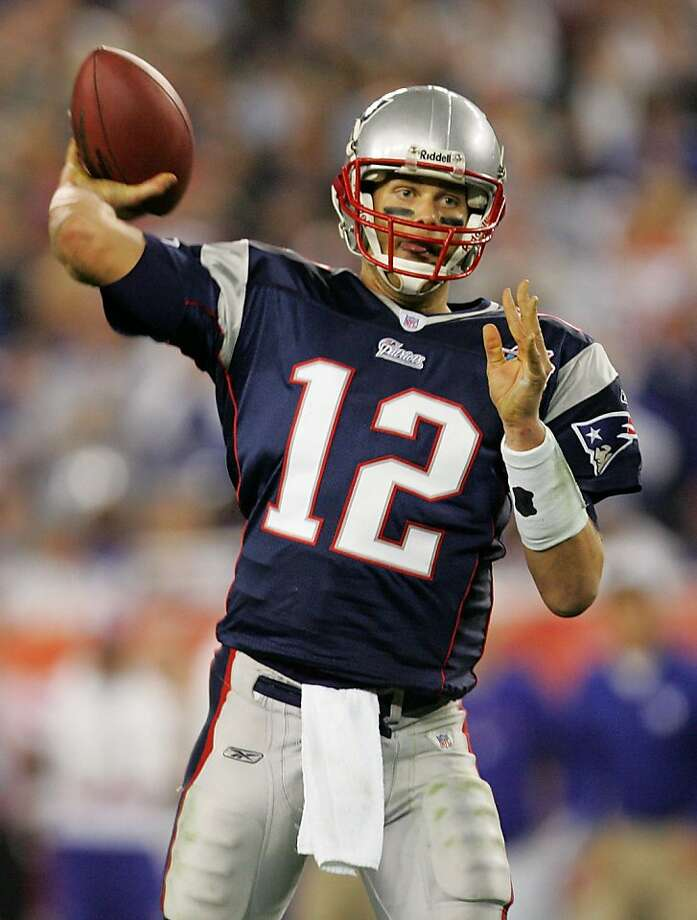 GLENDALE, AZ - FEBRUARY 03:  Tom Brady #12 of of the New England Patriots passes in the fourth quarter of Super Bowl XLII against the New York Giants on February 3, 2008 at the University of Phoenix Stadium in Glendale, Arizona.  (Photo by Streeter Lecka/Getty Images) Photo: Streeter Lecka, Getty Images