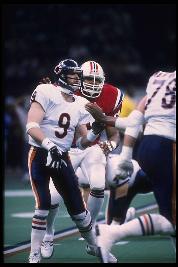 26 Jan 1986:  Quarterback Jim McMahan #9 of the Chicago Bears watches the approaching New England Patriot as he throws his ball to his receiver at the Louisiana Superdome in New Orleans, Louisiana, during Superbowl XX. Mandatory Credit:  Allsport USA/Alls Photo: Getty Images