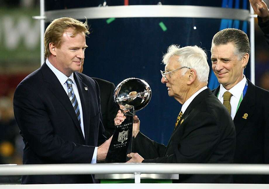 TAMPA, FL - FEBRUARY 01:  NFL Commissioner Roger Goodell (L) present Dan Rooney, team owner of the Pittsburgh Steelers, with the Vince Lombardi trophy after the Steelers won 27-23 against the Arizona Cardinals during Super Bowl XLIII on February 1, 2009 at Raymond James Stadium in Tampa, Florida.  (Photo by Al Bello/Getty Images) Photo: Al Bello