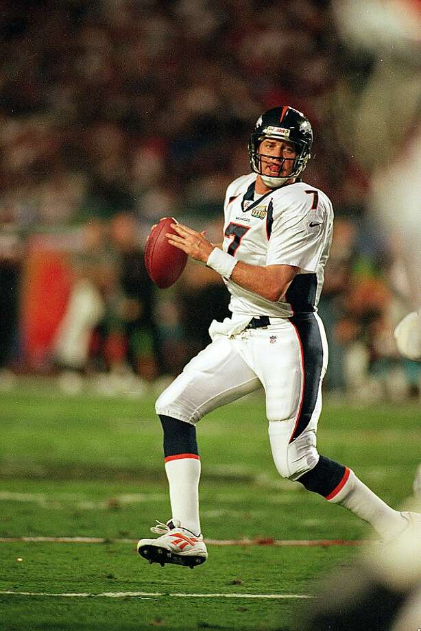 31 Jan 1999:   John Elway #7 of the Denver Broncos looks to pass the ball during the Superbowl XXXIII against the Atlanta Falcons at the Pro Player Stadium in Miami, Florida. The Broncos defeated the Falcons 34-19. Mandatory Credit: Al Bello  /Allsport Photo: Al Bello