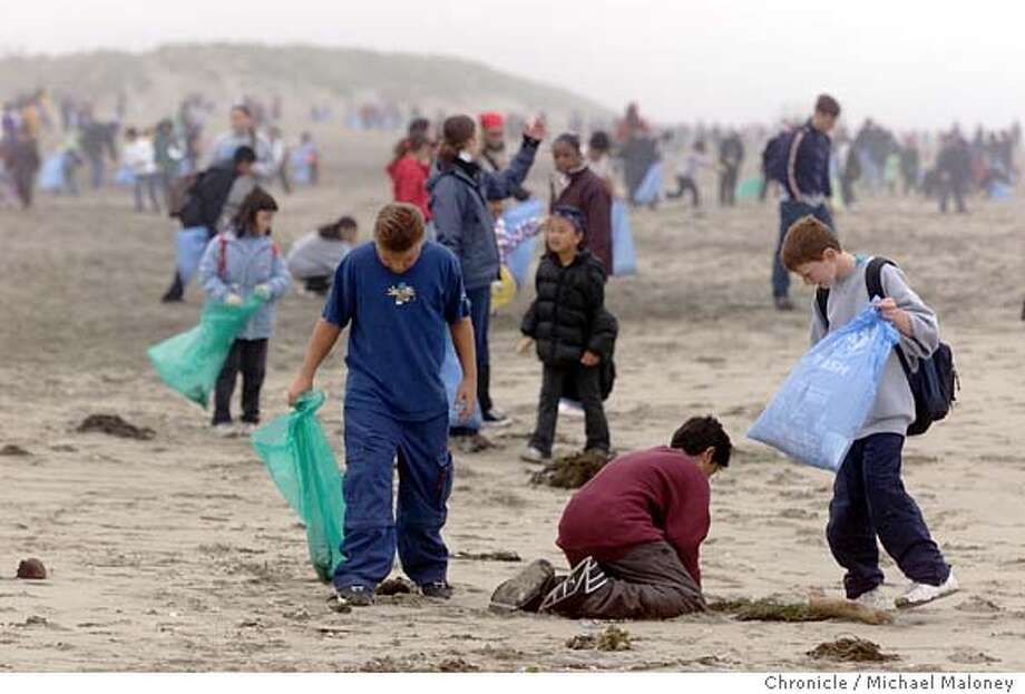 CLEANUP1-C-22MAY01-MT-MJM  Over a dozen bay area elementary schools participated in a beach cleanup at Ocean Beach this morning.  CHRONICLE PHOTO BY MICHAEL MALONEY Photo: MICHAEL MALONEY
