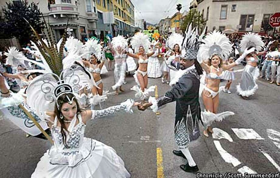 Manuela Vieira (CQ), and Robson Alves (CQ) - the king and queen of the Samba do Coracao entry dance on 17th Street closely followed by other dancers in their entry. (SF CHRONICLE PHOTO BY SCOTT SOMMERDORF) Photo: SCOTT SOMMERDORF