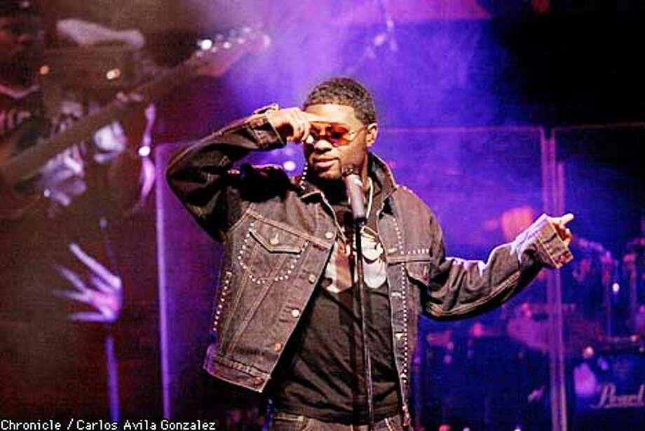 R&B singer, Musiq, performs at the Fillmore in San Francisco, Ca., on Wednesday, May 22, 2002.  (BY CARLOS AVILA GONZALEZ/THE SAN FRANCISCO CHRONICLE) Photo: CARLOS AVILA GONZALEZ