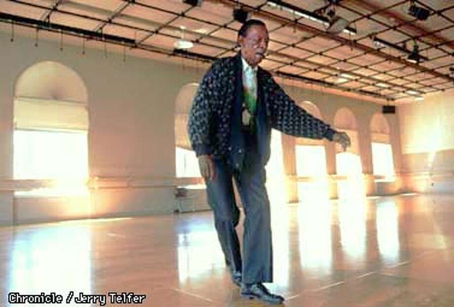 ROBINSON 1/C/29JUN97/DD/JLT Rhythm dancer Al Robinson practices in the dance studio at Oakland's Alice Arts Center. 1428 Alice Street. PHOTO BY JERRY TELFER Photo: JERRY TELFER