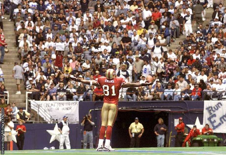 San Francisco Forty Niners v. Dallas Cowboys. 49ers 81- Terrell Owens stands at the center of Dallas Stadiun on the Cowboys Star and celebrates his first TD in the 2nd quarter. by Michael Macor/The Chronicle ALSO RAN 12/26/00 Photo: MICHAEL MACOR