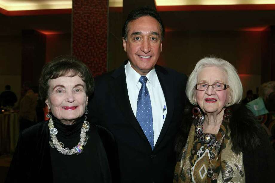 Lila Cockrell, Henry Cisneros and Rosemary Kowalski were at the birthday party for Cockrell on 1/19/2011 at the SA Convention Center.  Photo: LELAND A. OUTZ, SPECIAL TO THE EXPRESS-NEWS / SAN ANTONIO EXPRESS-NEWS
