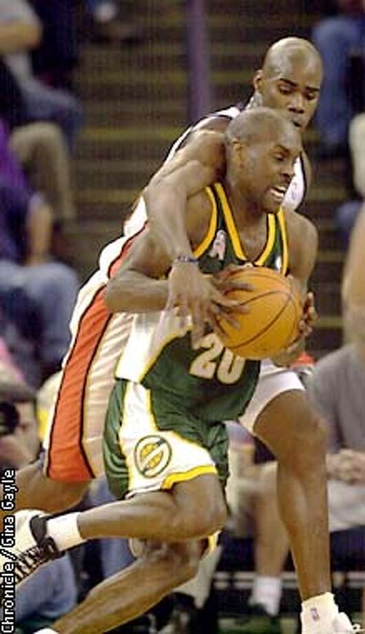 Antawn Jamison tries to get the ball from Gary Payton during the first half against the Seattle Supersonics. Photo by Gina Gayle/The SF Chronicle. Photo: GINA GAYLE