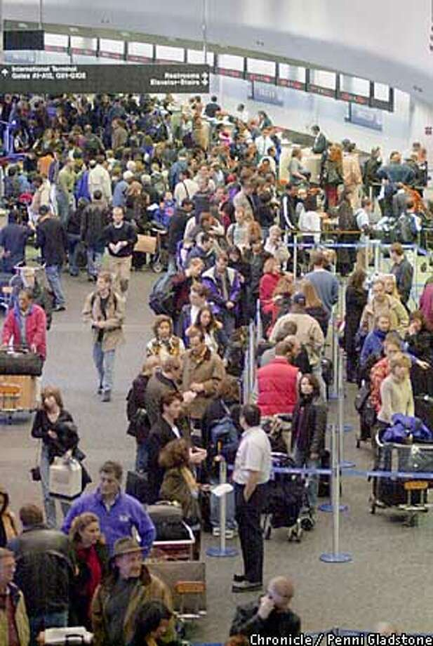 CROWDS AT SFO . The holiday traffic begins. CHRONICLE PHOTOGRAPHY BY PENNI GLADSTONE Photo: PENNI GLADSTONE