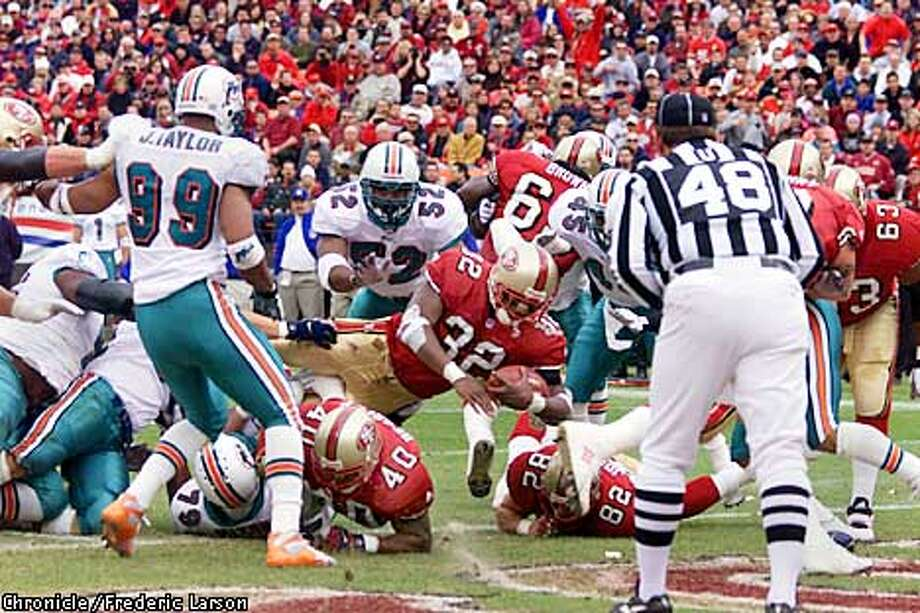 San Francisco 49ers vs. Miami Dolphins. First quarter action. Kevan Barlow #32 of the 49ers scores the first touchdown.  Chronicle Photo by Frederic Larson Photo: FREDERIC LARSON