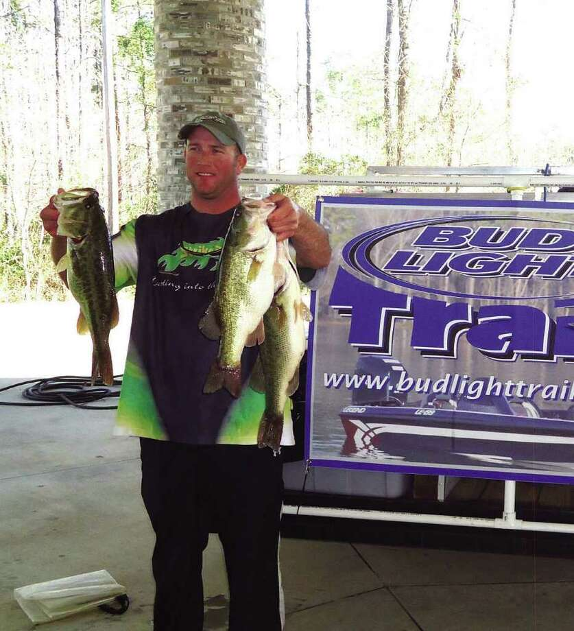 Jason Bonds shows off his 20.06 lbs catch that won him first place