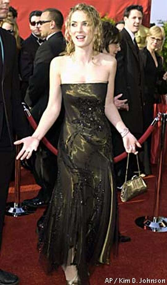 Movie star accused of shoplifting / Winona Ryder arrested at