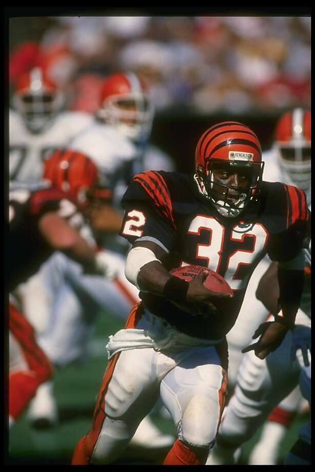 25 Sep 1988: Running back Stanley Wilson of the Cincinnati Bengals runs with the ball during a game against the Cleveland Browns at Riverfront Stadium in Cincinnati, Ohio. The Bengals won the game, 24-17. Photo: Allen Steele