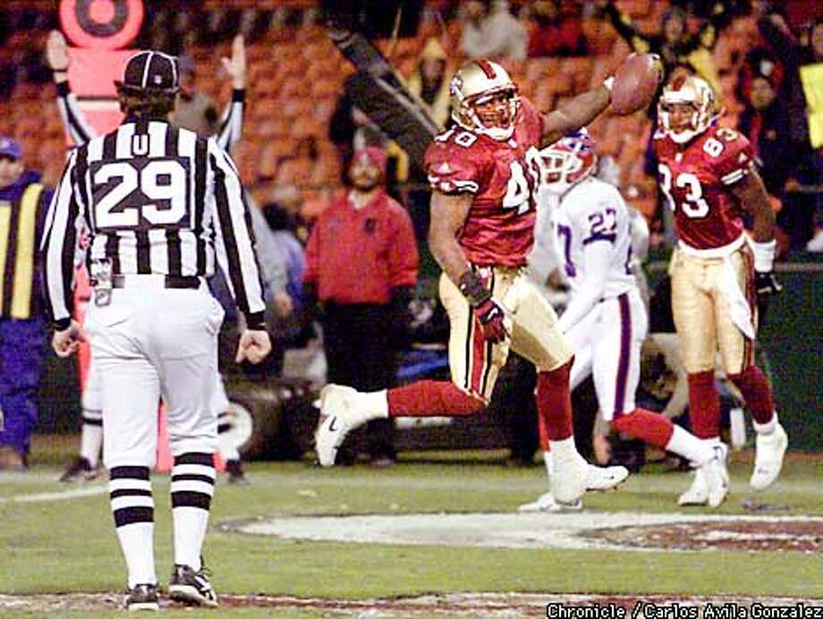Fred Beasley dances into the end zone to make the score 27-0 in the fourth quarter. The San Francisco 49ers take on the Bufallo Bills on Sunday, December 2, 2001 at 3Com Park. Carlos Gonzalez/The Chronicle Photo: Carlos Gonzalez