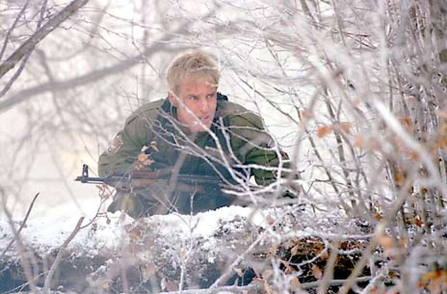 70-28a Burnett (OWEN WILSON) plots his next move, while pursued  by countless enemy troops. Photo: Jurgen Vollmer  � Copyright 2001 Twentieth Century Fox  Not for sale or duplication