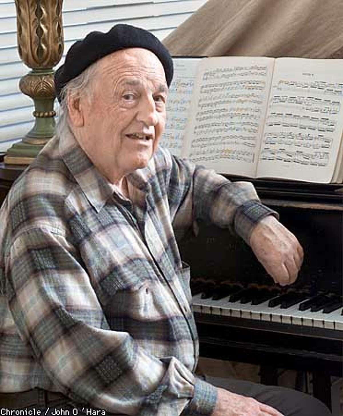 "San Francisco ""Donald Pippin"", The one man Opera operator is reaching his 25th year. photo/John O'Hara"
