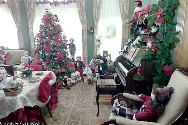 Christmas Decorated House San Francisco : The halls are decked historic homes ready for holidays