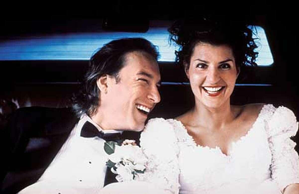John Corbett as Ian and Nia Vardalos as Toula in MY BIG FAT GREEK WEDDING